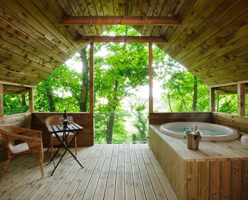 1. treehouse deck wiv tub